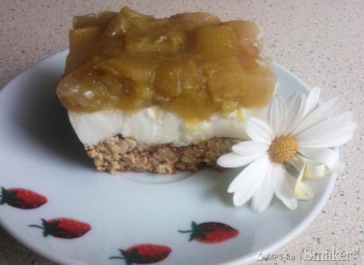 Ciasto na otrębowym spodzie, z kefirem i rabarbarem