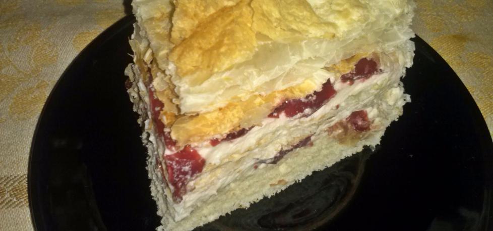 Ciasto francuskie przekładane kremem z wiśniami, na biszkopcie ...