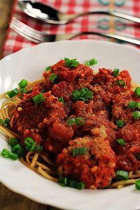 Kotleciki z kaszy burgul w sosie pomidorowym