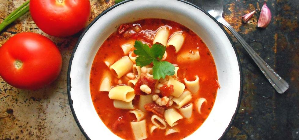 Zupa pomidorowa z suszonymi pomidorami i białą fasolą (autor ...