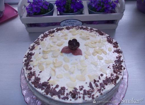 Tort chałwowo-ajerkoniakowy