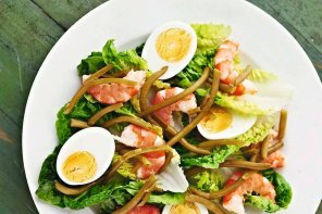 Sałatka z jajkami i krewetkami  prosty przepis i składniki