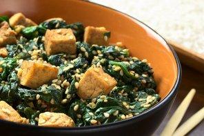 Szpinak smażony z tofu  prosty przepis i składniki