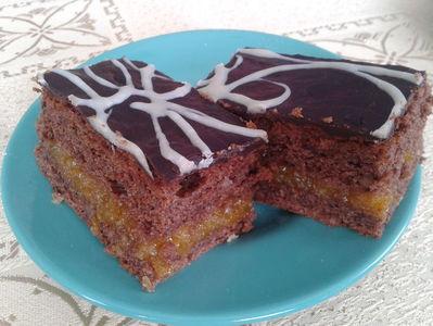 Ciasto czekoladowe z nadzieniem morelowym ...