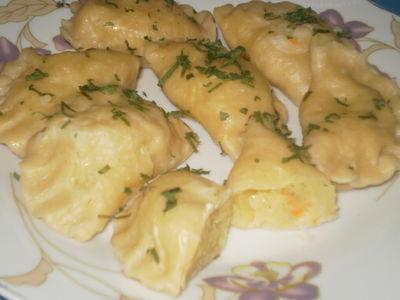 Pierogi z ziemniakami i kiszoną kapustą.