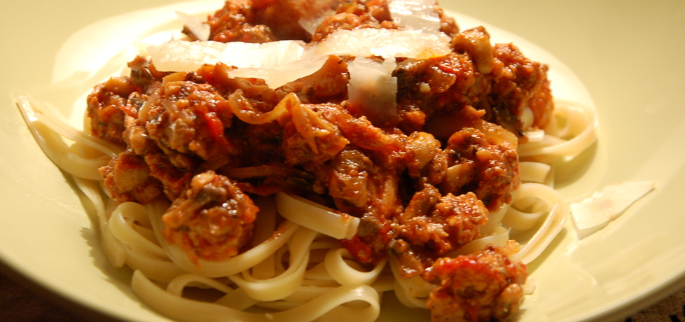 Spaghetti z sosem pomidorowym, mięsem i pieczarkami (autor ...