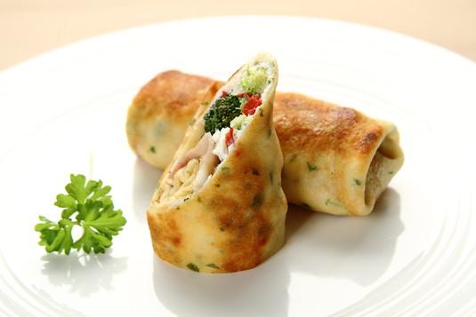 Naleśniki z brokułem i kozim serem