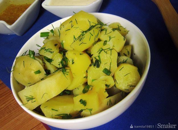 Młode ziemniaki z dwoma sosami