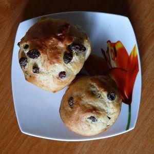 Drożdżowe muffiny z rodzynkami