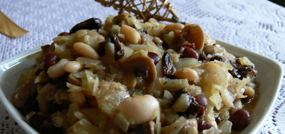 Kapusta z fasolą i pieczarkami (autor: bernadettap)