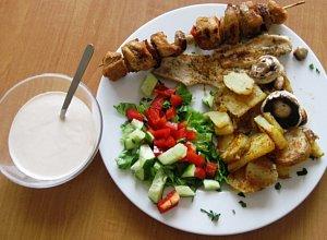 Grilowana pierś z kurczaka z grilowanymi ziemniakami