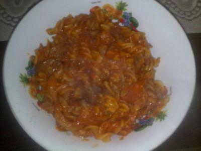 Makaron w sosie pomidorowym ;)
