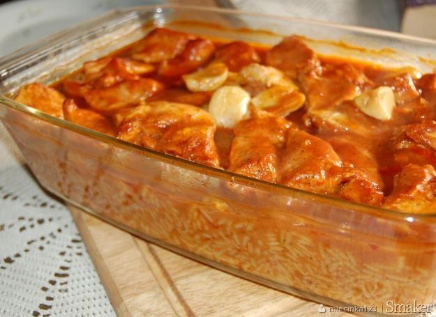 Filet z kurczaka zapiekany z ryżem w sosie pomidorowym
