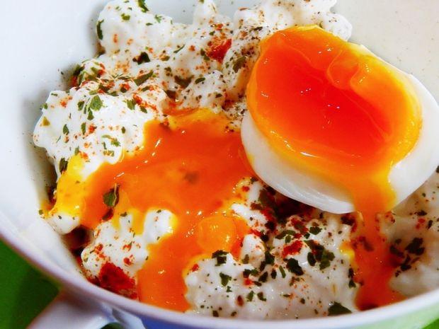 Przepis  serek wiejski z jajkami na miękko przepis
