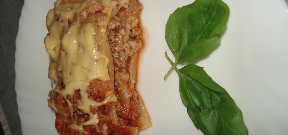 Lazania z dodatkiem suszonych pomidorów, sezamu i mini mozzarelli