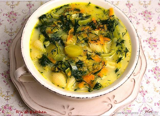 Zupa koperkowa z makaronem