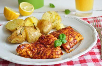 Kurczak zapiekany z serem i sosem barbecue