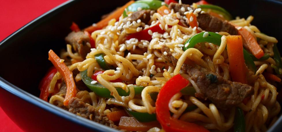 Wołowina z warzywami i chińskim makaronem (autor: renia1 ...