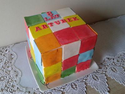 Tort urodzinowy ''kostka rubika''