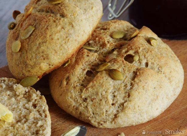 Bułeczki pszenno- żytnie z pestkami dyni