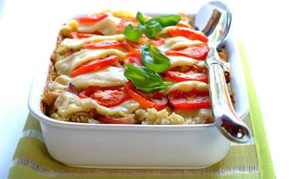 Zapiekanka z kurczakiem, mozarellą i pomidorami
