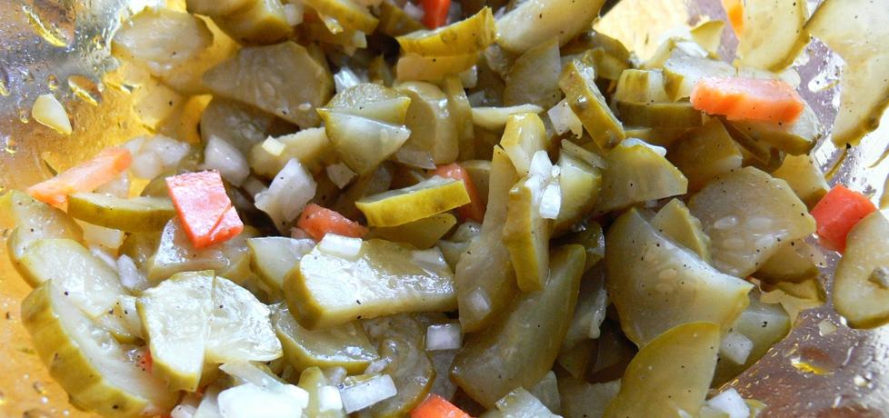 Szybka sałatka z konserwowych ogórków (autor: bernadettap ...