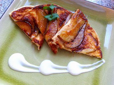 Omlet biszkoptowy z karmelizowaną gruszką
