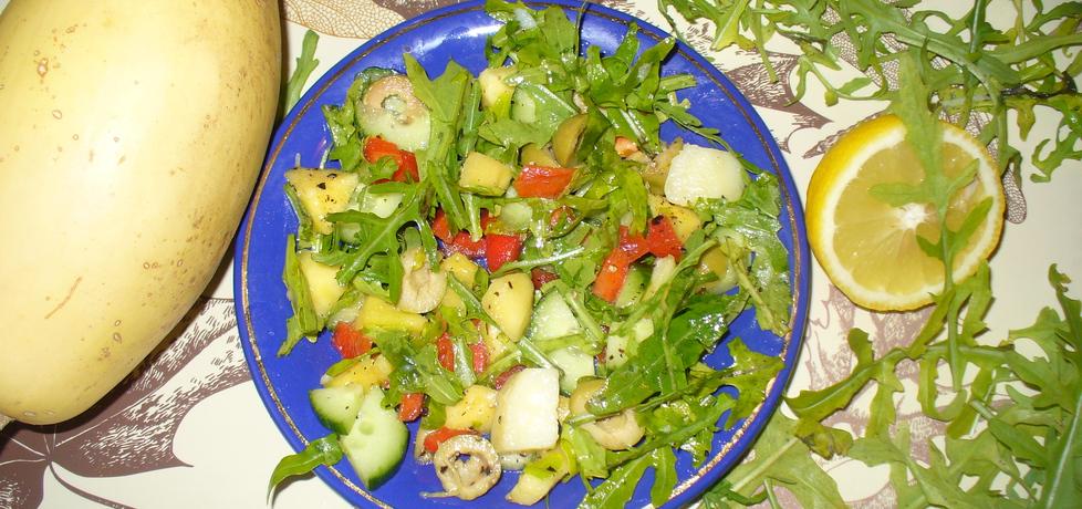 Sałatka z mango ,ogórka zielonego ,rukoli ,papryki (autor ...