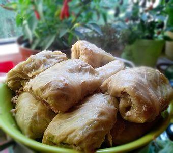Gołąbki z ziemniakami (z boczkiem lub bez) w sosie pomidorowym ...