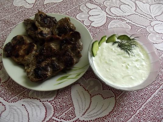 Karkówka z grilla z sosem tzatziki