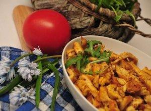 Kawałki kurczaka z imbirem w sosie curry