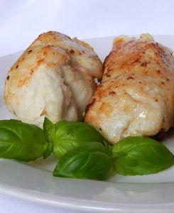 Roladki z kurczaka z suszonymi pomidorami i mozzarellą ...