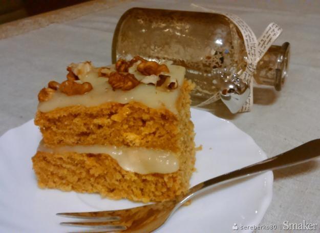 Ciasto marchewkowe z polewą z serka topionego