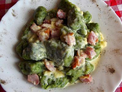 Gnocchi szpinakowe z pysznym sosem carbonara