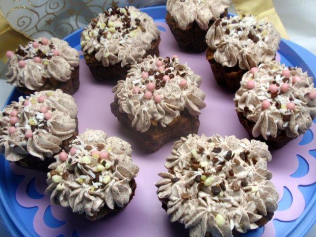Przepis  babeczki kakaowe z śmietaną przepis