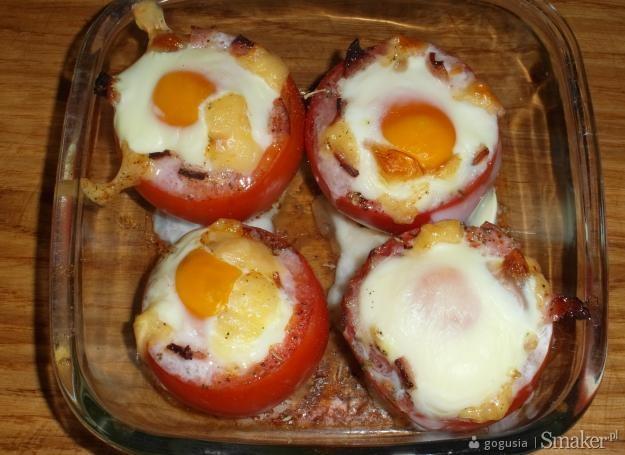 Sadzone jajka w pomidorach.