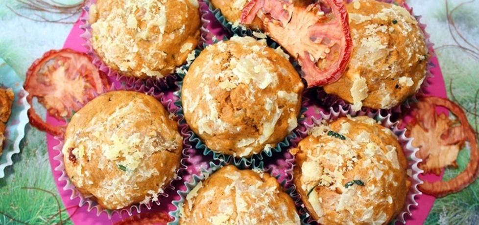 Muffiny pomidorowe z serem i szynką (z soku pomidorowego) (autor ...