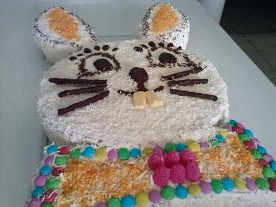 Wielkanocny tort zajączek