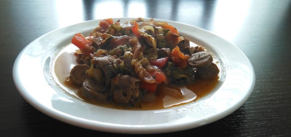 Gulasz z serduszek drobiowych z warzywami (autor: bartek