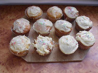 Waniliowe muffinki z polewą z białej czekolady