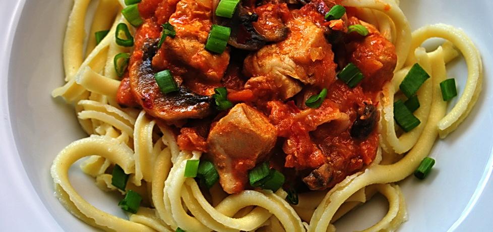 Makaron z kurczakiem w pikantnym sosie pomidorowym (autor: rng ...