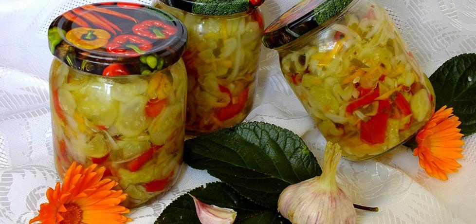 Ogórkowa sałatka z marchewką i papryką (autor: mysiunia ...