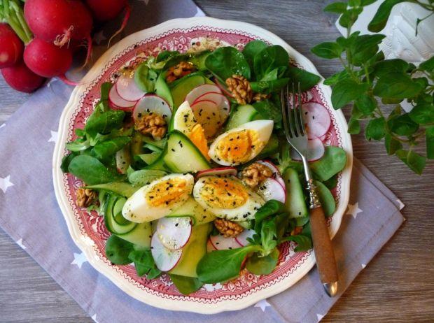 Przepis  lekka sałatka z jajkiem i roszponką przepis
