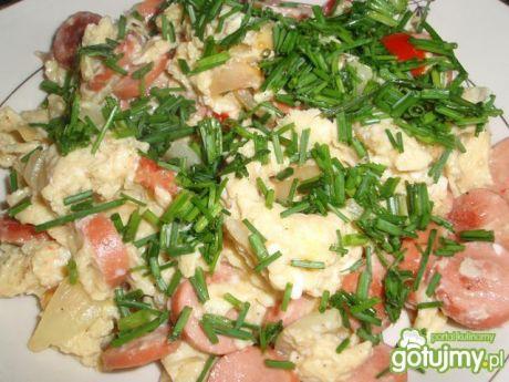 Przepis  jajecznica z pomidorami i szczypiorkiem przepis