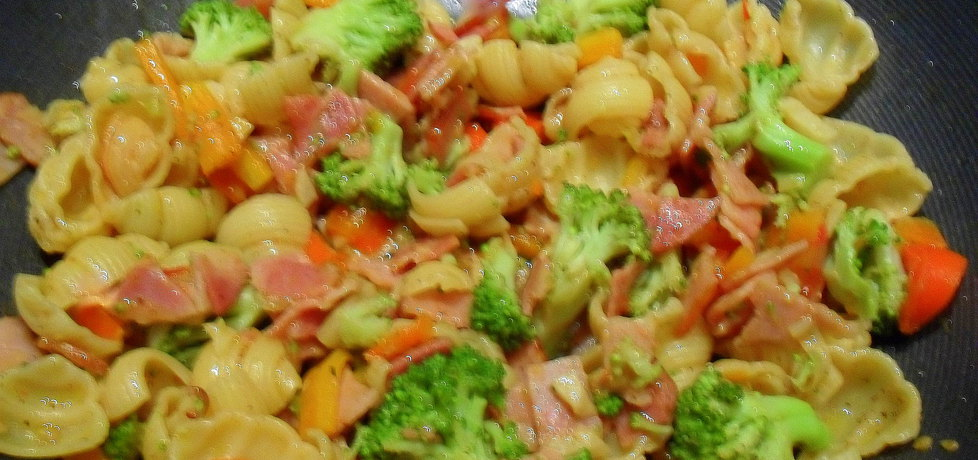 Sałatka z makaronem i warzywami (autor: aleksandra55 ...