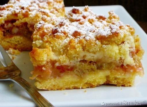 Kruche ciasto z rabarbarem i migdałową posypką