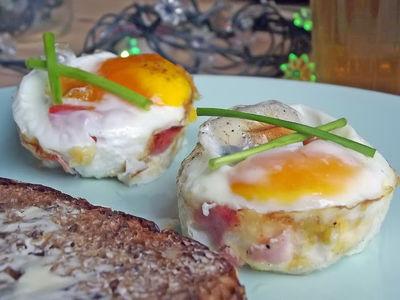 Jajka zapiekane w formie na muffinki