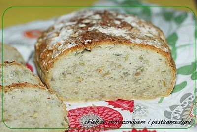 Chleb pszenny ze słonecznikiem i pestkami dyni