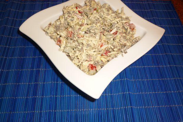 Przepis  sałatka pieczarkowa z żółtym serem przepis