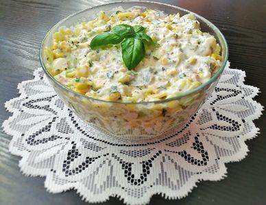 Makaronowa sałatka z dipem bazyliowo
